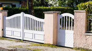 portail battant blanc